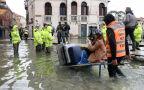 Władze Włoch apelują o pomoc dla Wenecji