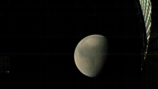 Sonda WALL-E zbliżająca się Marsa (NASA/JPL-Caltech)