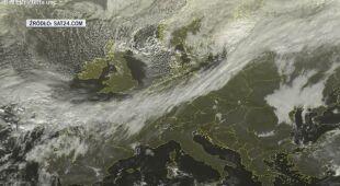 Zdjęcia satelitarne wkraczającego chłodnego frontu